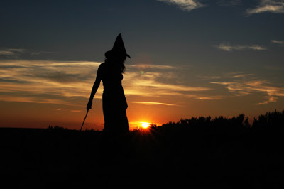 witch-samhain-post